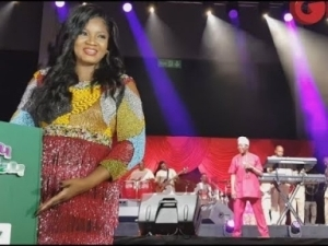 Video: King Sunny Ade Sings For Omotola, As She Steps Out To Take Pictures With Guests At Her 40th Birthday